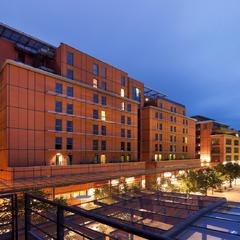Façade côté Parc de la Tête d'Or, hotel Crowne Plaza Lyon - Cité Internationale