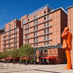 Façade de l'hôtel Crowne Plaza Lyon - Cité Internationale, côté Parc de la Tête d'Or