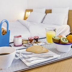 Petit-déjeuner en chambre