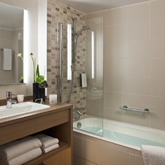 Salle de bain de l'hôtel Golden Tulip Lyon Eurexpo