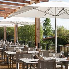 Terrasse du restaurant Le Cocon, hôtel Golden Tulip Lyon Eurexpo