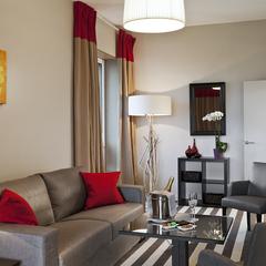 Salon séparé de la chambre dans nos suites,  hôtel Golden Tulip Lyon Eurexpo