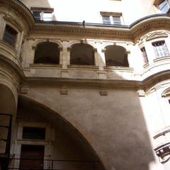 cour 8 rue juiverie