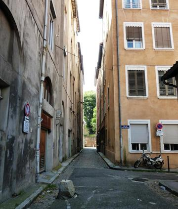 Traboule 9 rue Laurencin - Cour des Trois Passages
