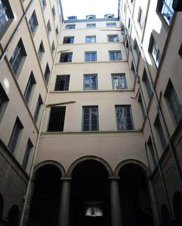 Traboule 21 rue Royale - 11 Quai Lassagne