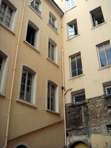 Traboule 9 Petite rue des Feuillants - Rue de Thou
