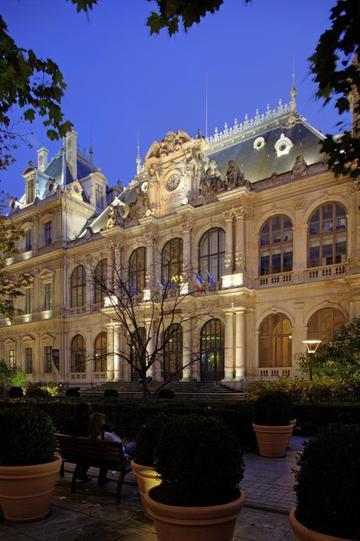 Le palais du commerce et la bourse lyon france - Chambre de commerce et d industrie lyon ...