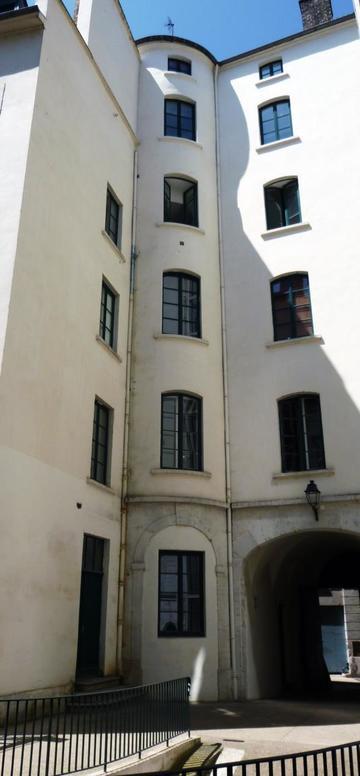 Traboule 8 Petite rue des Feuillants - 19 Place Tolozan